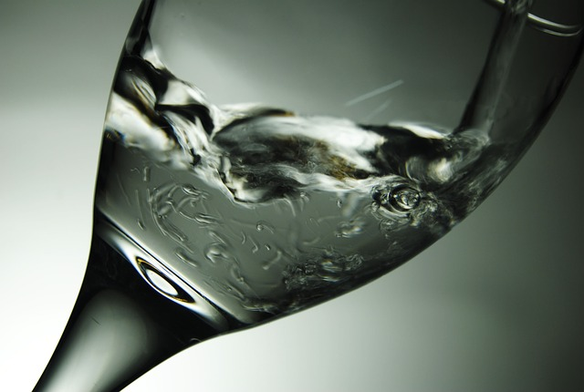 【あなたも?】水の飲み過ぎは肌に悪影響!続けると綺麗になれない