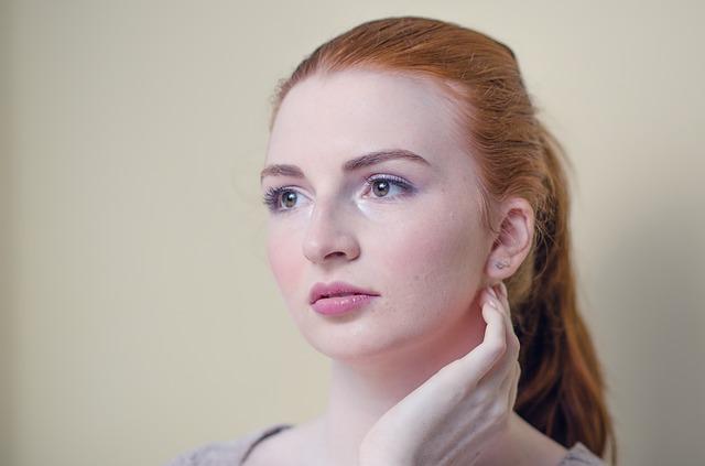 頬の赤みを治す化粧水はコレ!血管の広がりを抑え白い肌になる驚きの処方とは